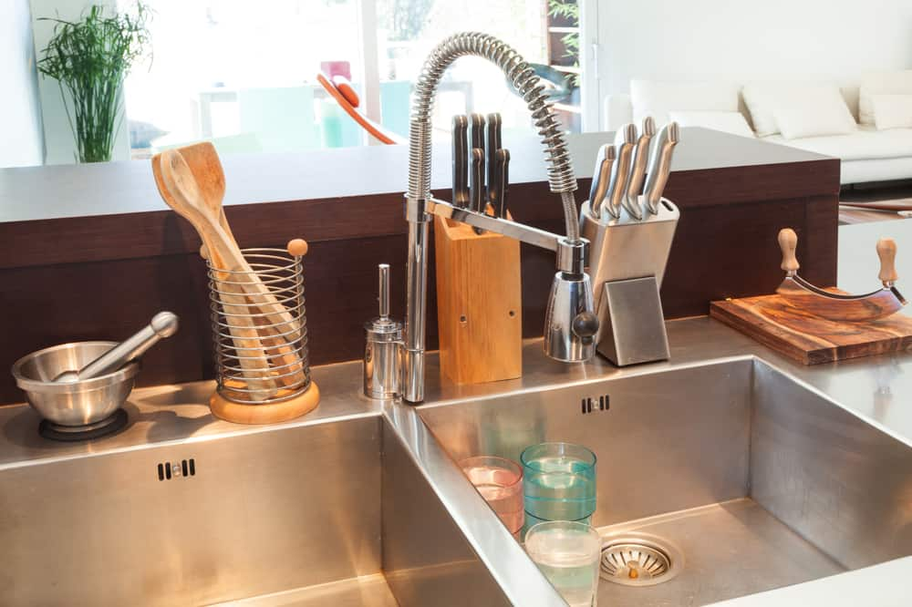 Best Commercial Style Kitchen Faucets — Which One's Right For You?