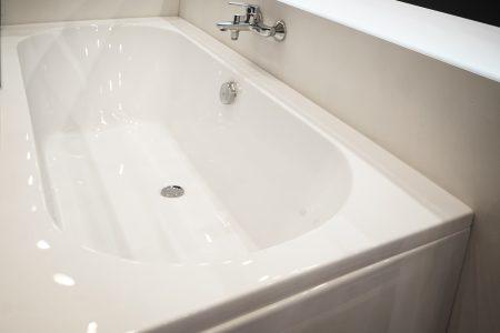 Modern new acrylic bathtub