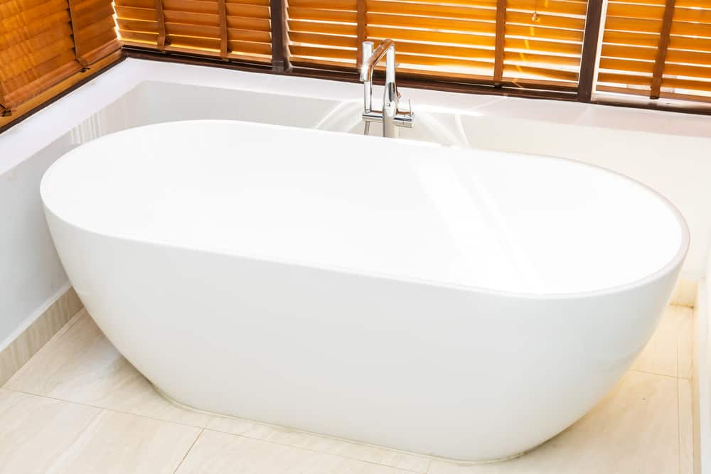 5 Best Alcove Bathtubs (Get Ready to Relax)