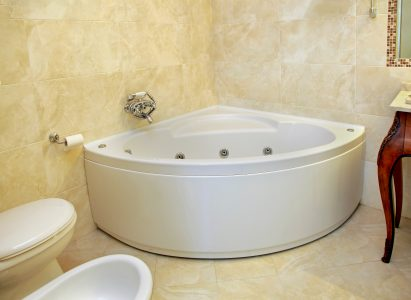 Small Corner bathtub for small bathroom