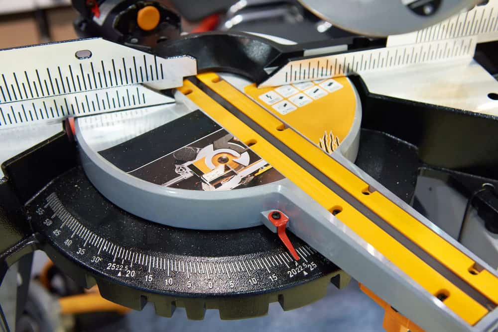 What's the Difference Between Sliding and Non-Sliding Miter Saws?