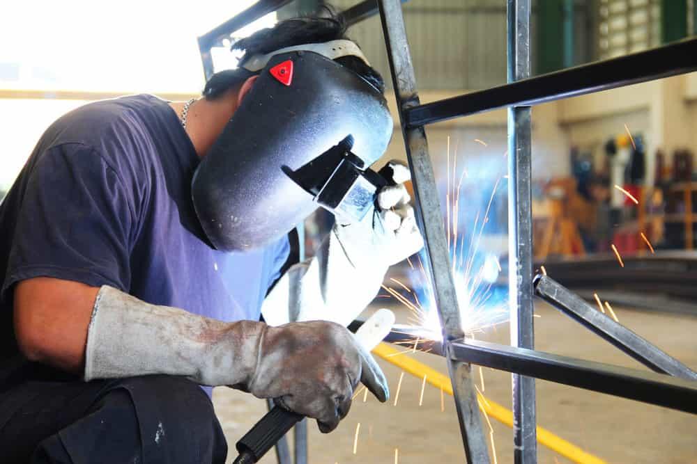 Man welding aluminum