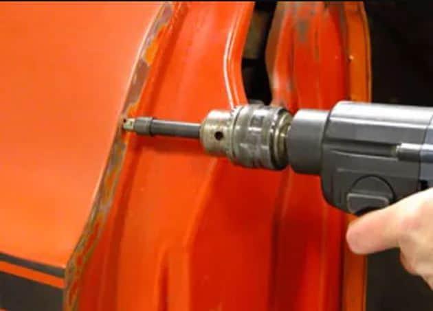 Spot weld cutting on car