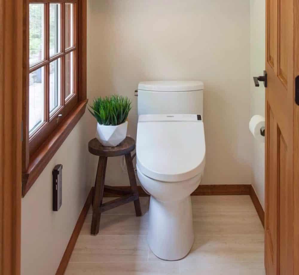 Modern toto toilet