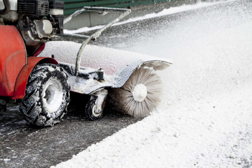 The Difference Between Electric and Gas Snow Blowers